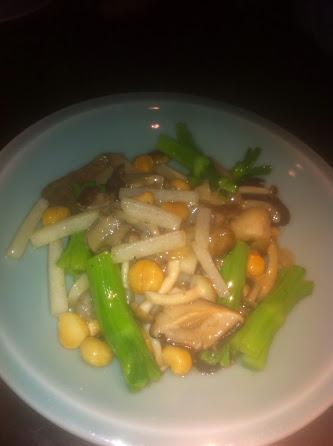 Stir-fry wild mushroom and water chestnut lettuce wrap