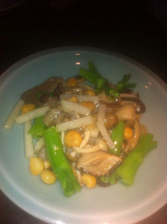 Stir-fry wild mushroom and water chestnut lettuce wrap
