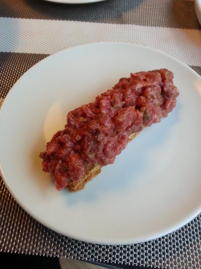 Pincho de Steak Tartare en La Máquina de La Moraleja