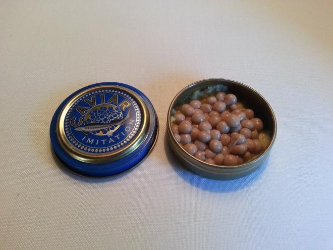 Ensaladilla rusa con caviar de anchoas. Genial.
