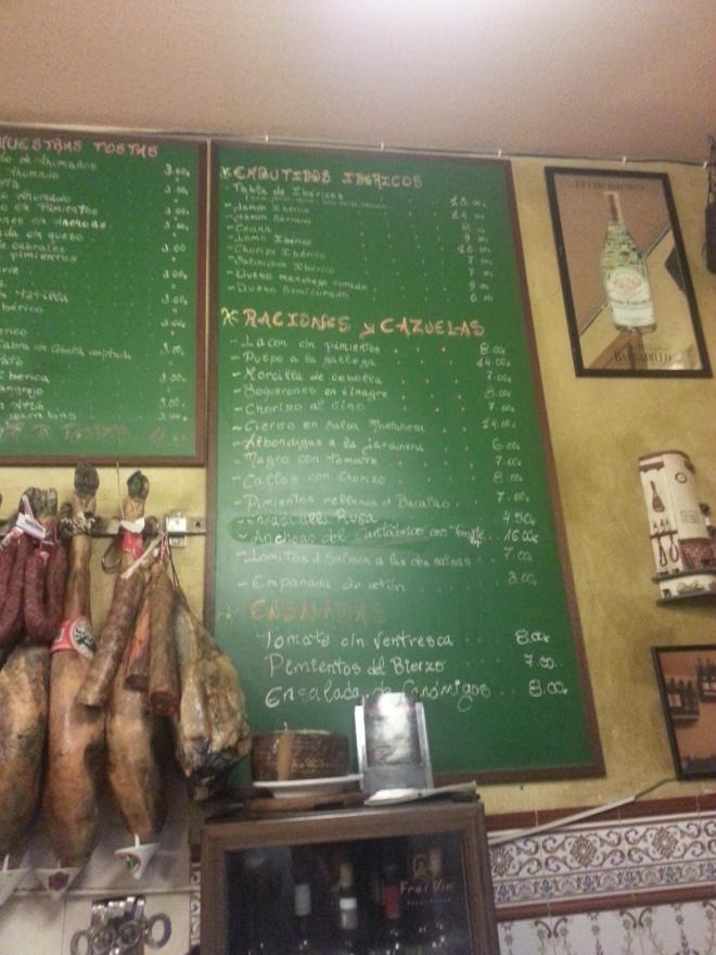 Tostas de lacón con tetilla y cecina en Taberna Almería