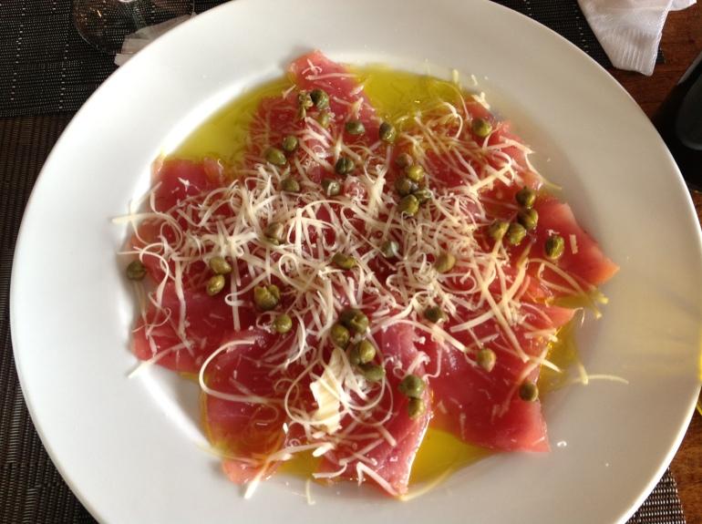 Carpaccio de atún con prmesano