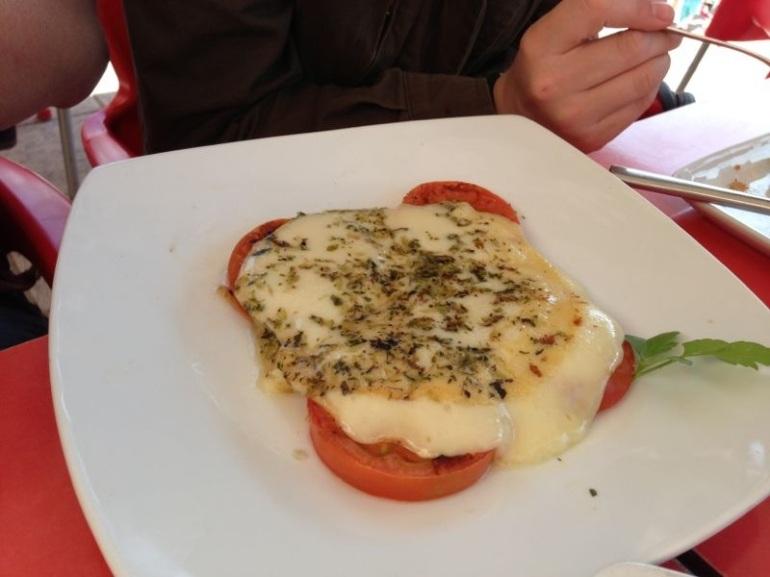 Provolone con tomate