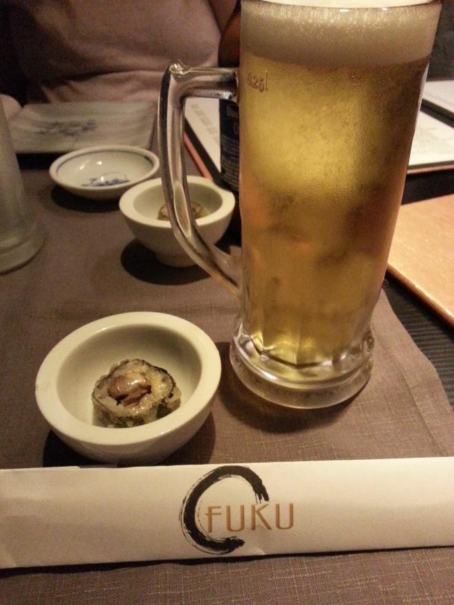 Cerveza y maki de aperitivo