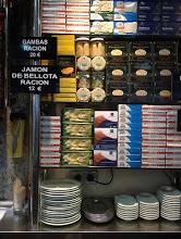Alacena de conservas en Fide (foto de Claudia)