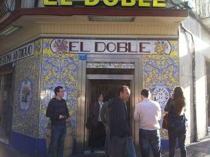 Fachada de El Doble (foto de Lili)