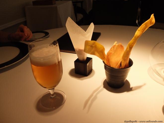 Snacks de cartucho de almendras y chips de batata y plátano