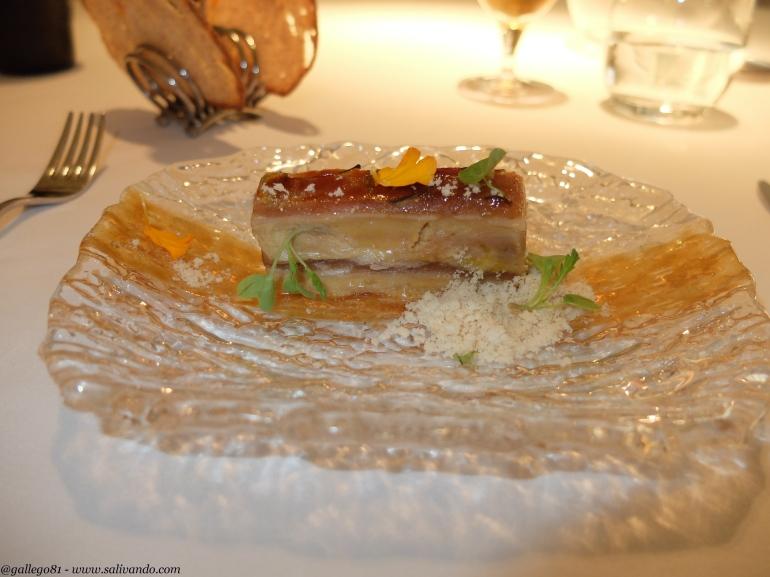 Milhoja de foie con manzana y anguila