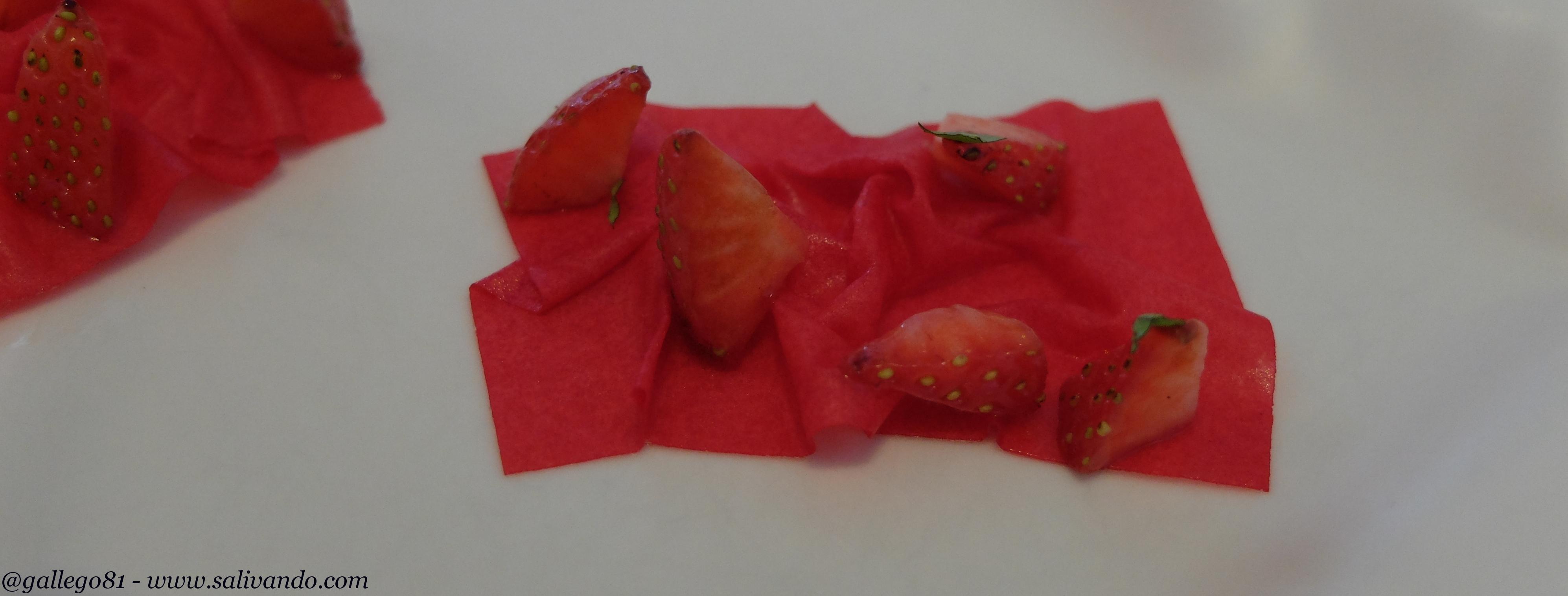Aperitivo fuera del menú - Turrón de fresas vinagre y rosas