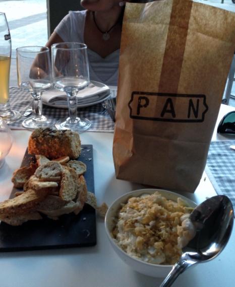 Pan, foie y ensaladilla