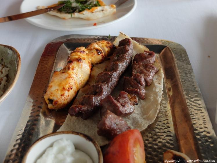 Restaurante Du Liban - Brochetas a la parrilla