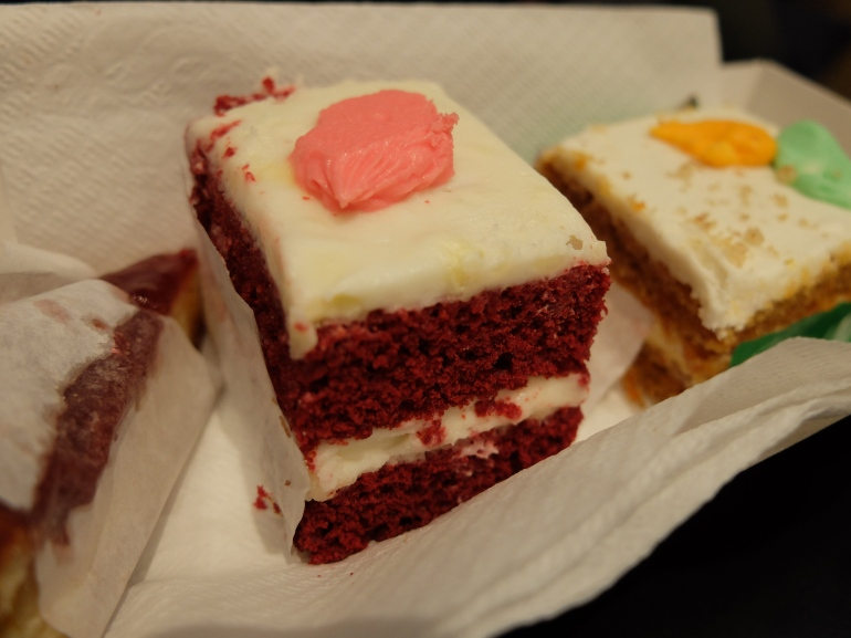Feltman's Hot Dogs - Tarta Red Velvet