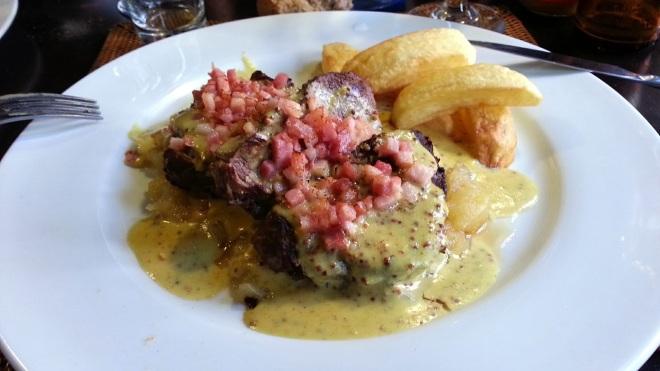 Restaurante Malela - Solomillo de ternera con salsa de mostaza y manzana y dados de bacon