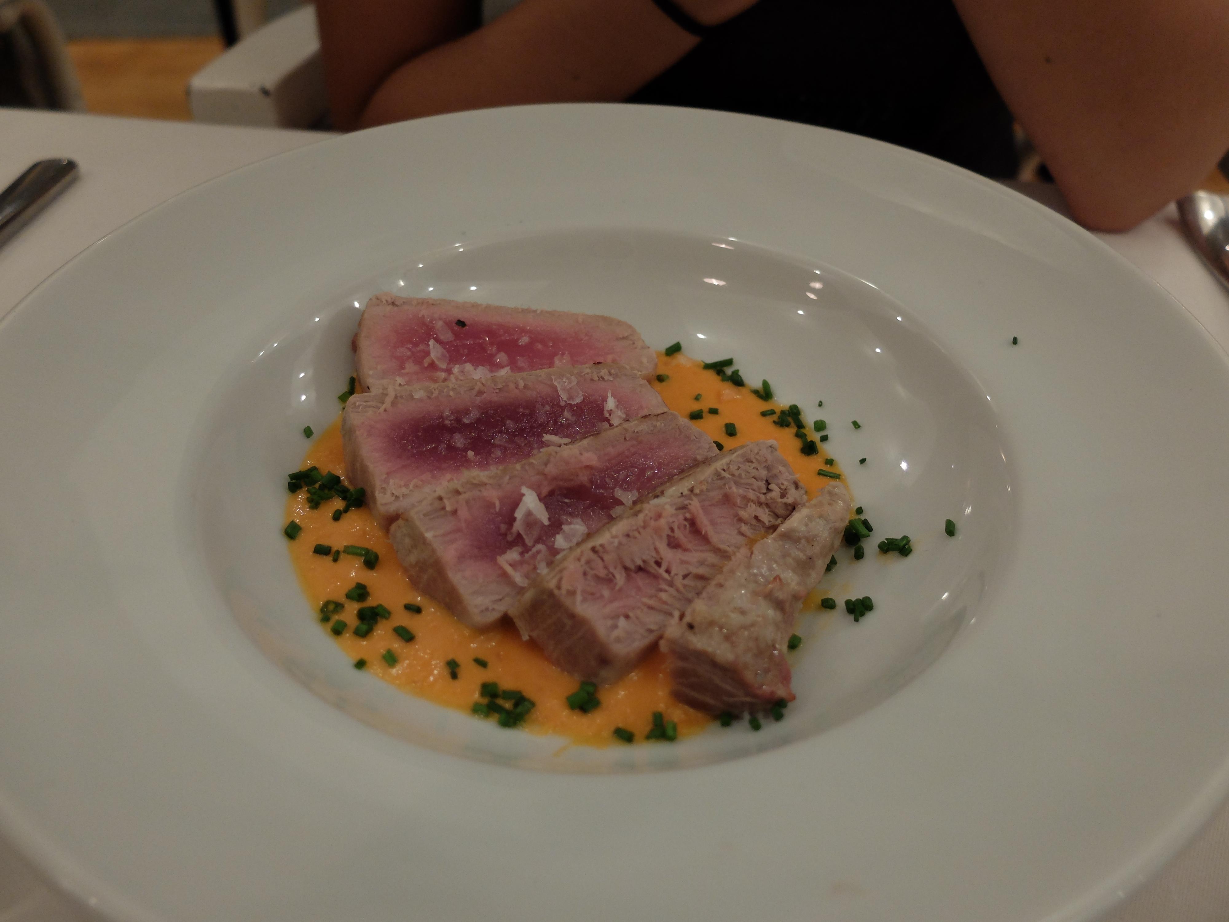 Restaurante El Apartamento - Laminado de atún rojo con salmorejo