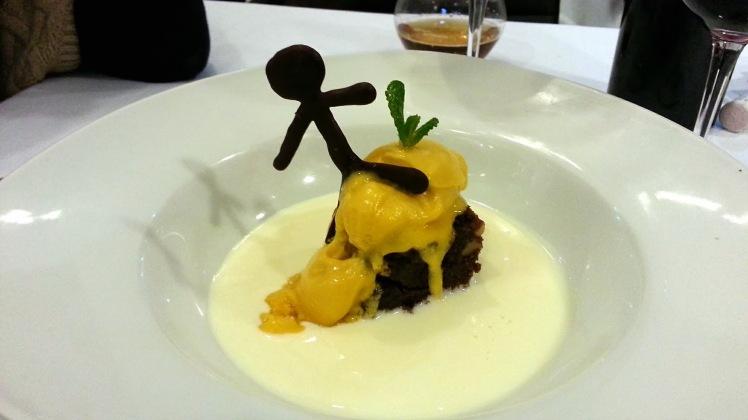 Restaurante The Market Madrid - Brownie de chocolate con helado de fruta de la pasión