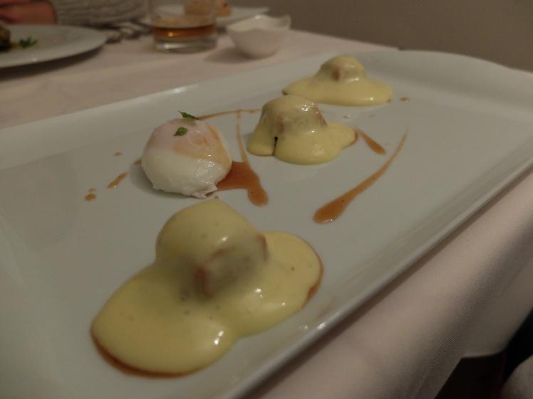 El rincón de Juan Carlos - raviolis de morcilla con huevo escalfado