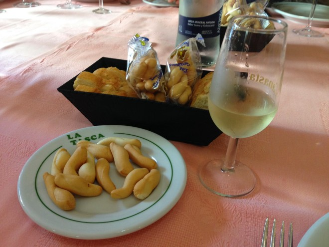 Jerez fino, pan y picos