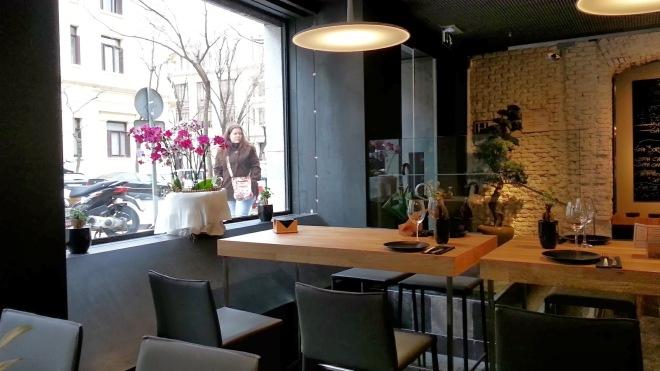 Restaurante Alabaster - Zona de barra y mesas altas