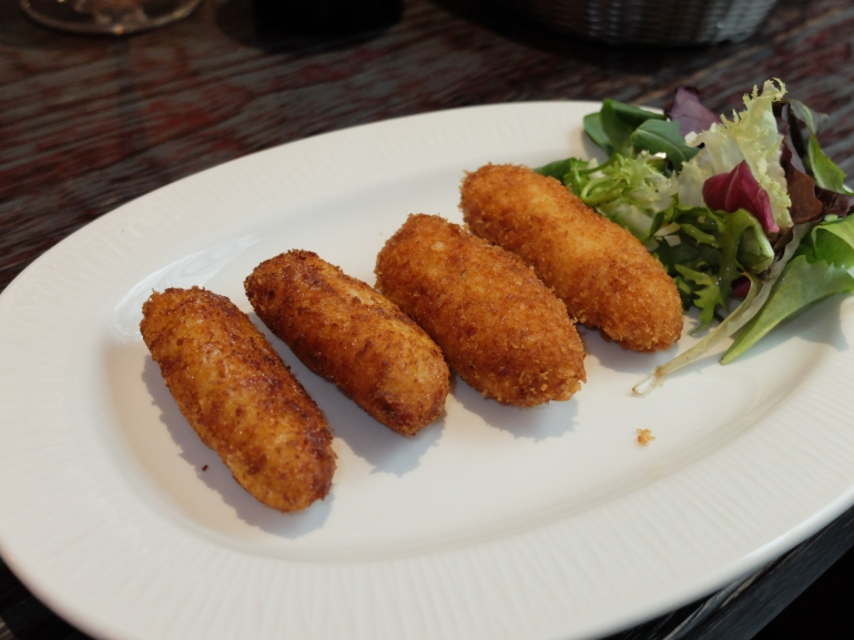 La Charca Taberna - Croquetas de jamón y pescado