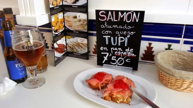 El Botiquín - Salmón ahumado con queso tupí y hueva