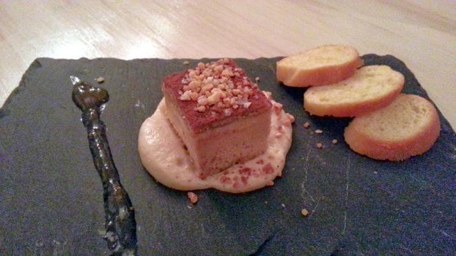 GastroCroquetería de Chema - Turrón de foie con espuma de almendra frita